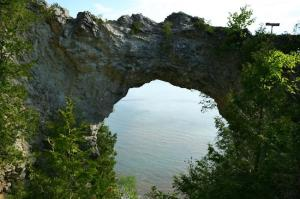Mackinac_arch-rock