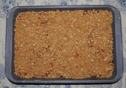 cheesy-cherry-crumble9